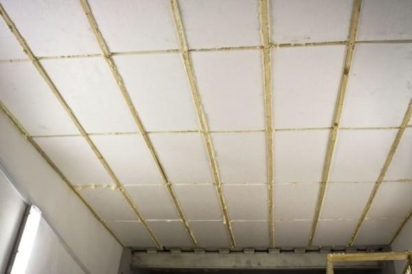 Фото: утепление пололка внутри гаража пенопластом