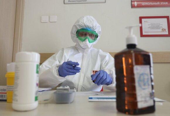 В РФ за сутки выявлено 6 556 новых случаев заражения коронавирусом