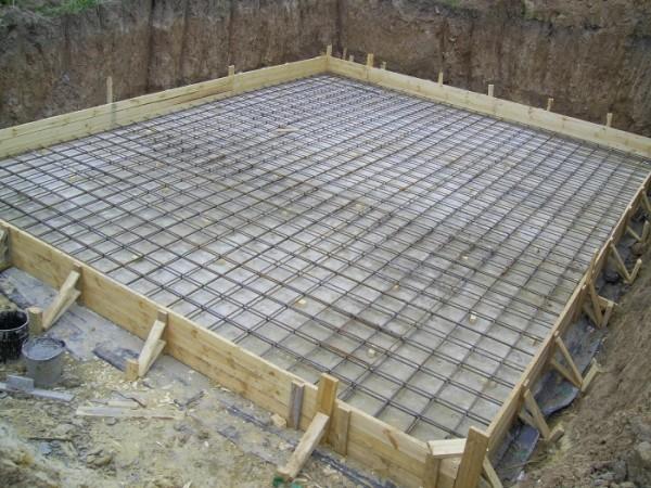 Арматурную сетку заливаем бетоном.