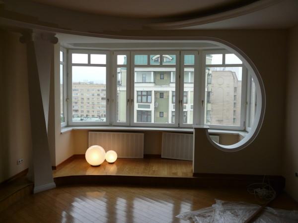 Балкон вполне реально сделать полноценной частью квартиры.