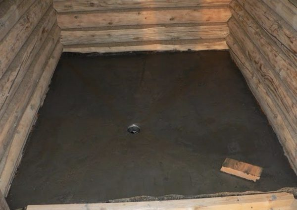 Бетонная стяжка со стоком в центре
