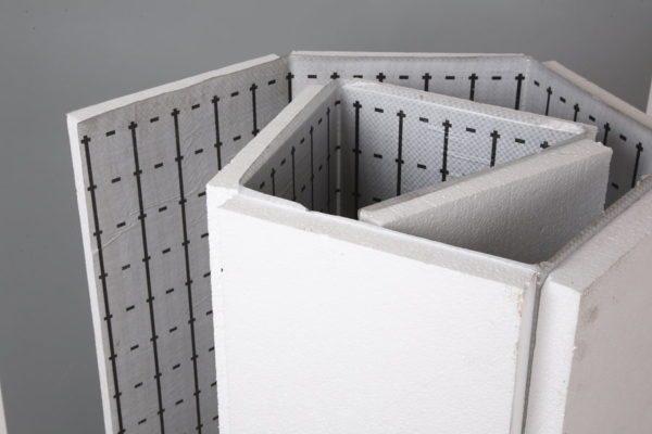 Большинство производителей подложек предлагает пенополистирол под теплый пол, так как материал наделен низкой теплопроводностью.