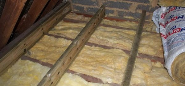 Чем лучше утеплено перекрытие, тем меньше потери тепла через потолок