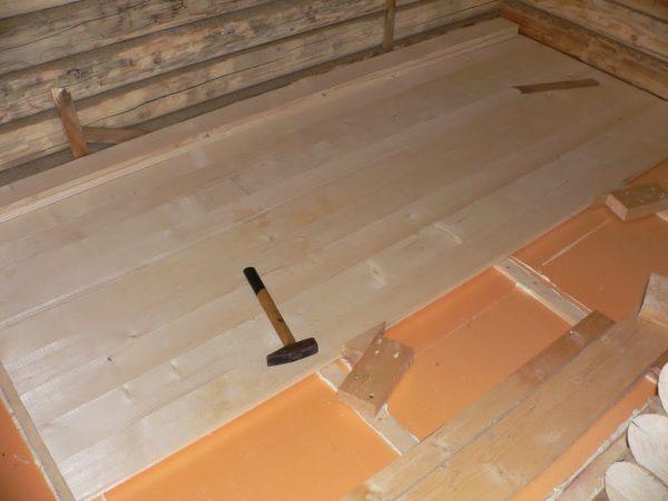 Деревянный пол поверх полистирольного теплоизоляционного слоя