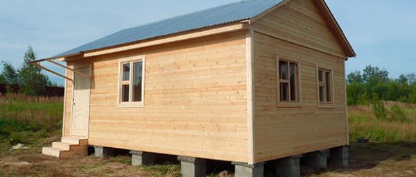 Дешевизна и скорость строительства щитовых домов подкупают. Однако без утепления в них неуютно.