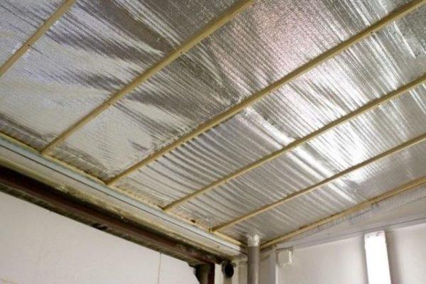 Для обеспечения максимальной надежности утепления стыки листов рекомендуется заклеивать специальным фольгированным скотчем