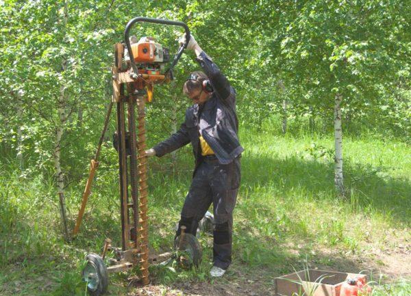 Для определения характеристик грунта требуются геологические изыскания с бурением скважин