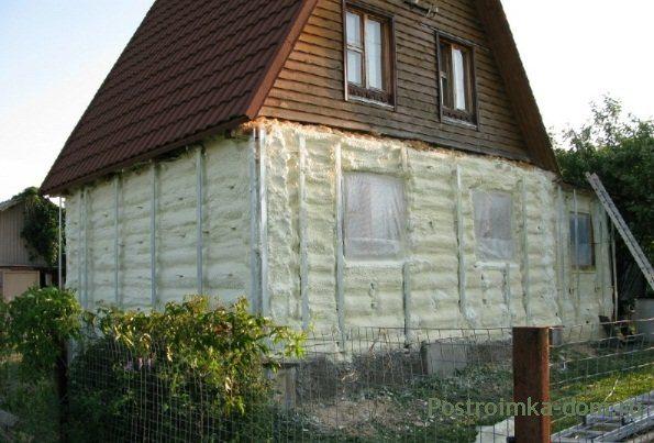 Дом из дерева, как и все постройки, нуждается в утеплении.