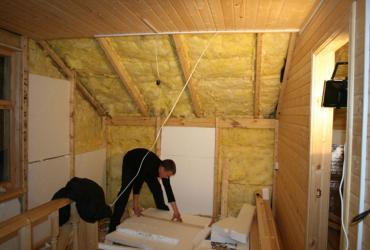 Дом из дерева можно утеплять и изнутри.