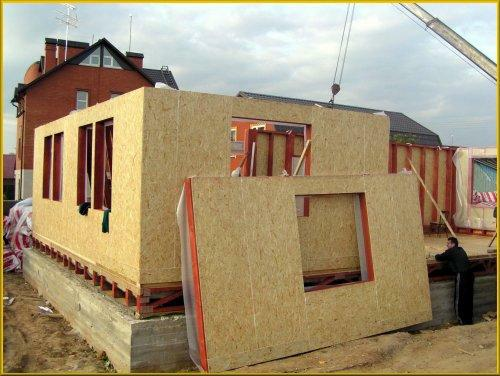 Дом собирают из блоков наподобие конструктора.