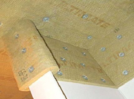 Еще одна характеристика – эластичность, ее обладают только рулонные материалы (минеральная или базальтовая вата)