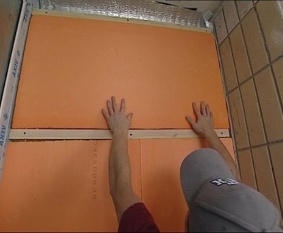 Если у вас балконная перегородка, то лучше использовать утеплитель толщиной 100 мм