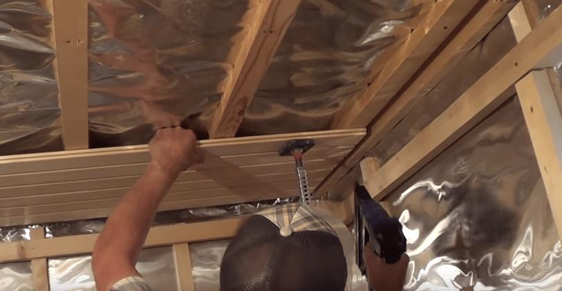 Как одному обшить потолок вагонкой своими руками