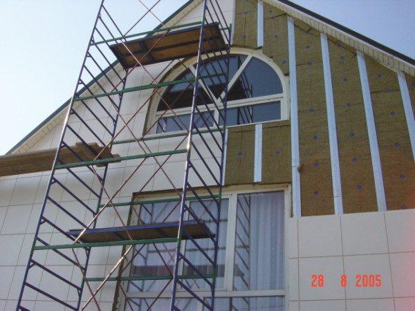 Это и есть фасады с вентиляцией.