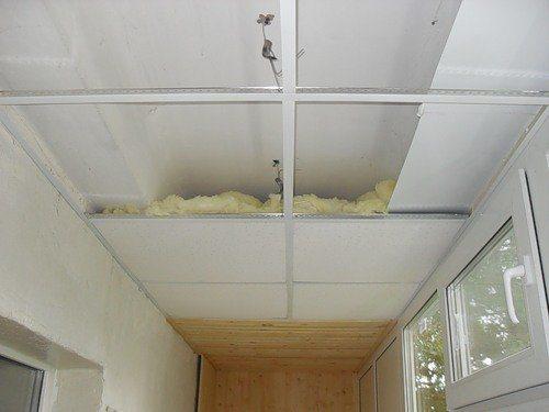 Фото – Бескаркасное утепление потолка минеральной ватой