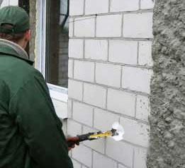 Фото – Утепление стен дома пеноизолом