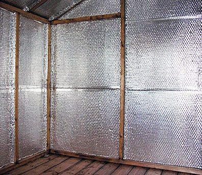 Фото: Фолгированный утеплитель с внутренней стороны стен
