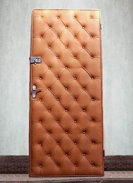 Фото готовой китайской двери после обивки