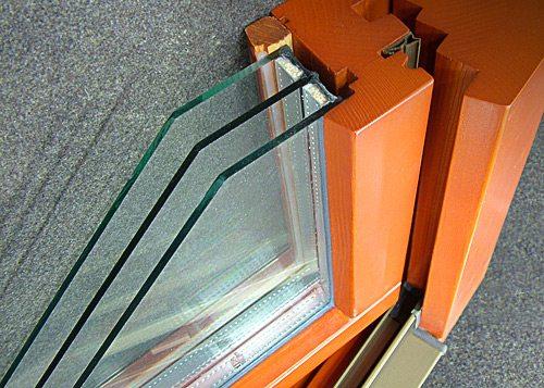 Фото стеклопакета в раме из клееного бруса в разрезе