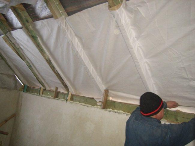 Гидроизоляция защитит материал от внешних воздействий