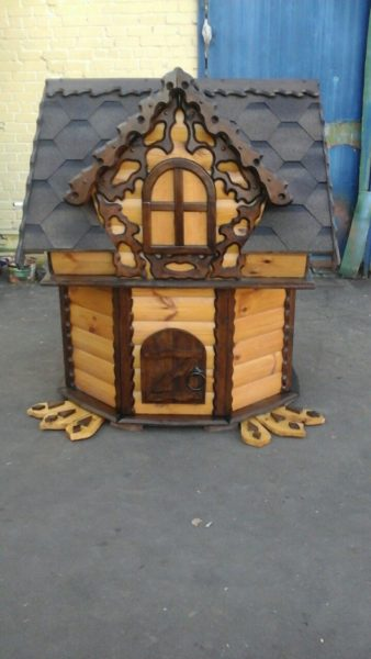 Готовый декоративный домик для насоса