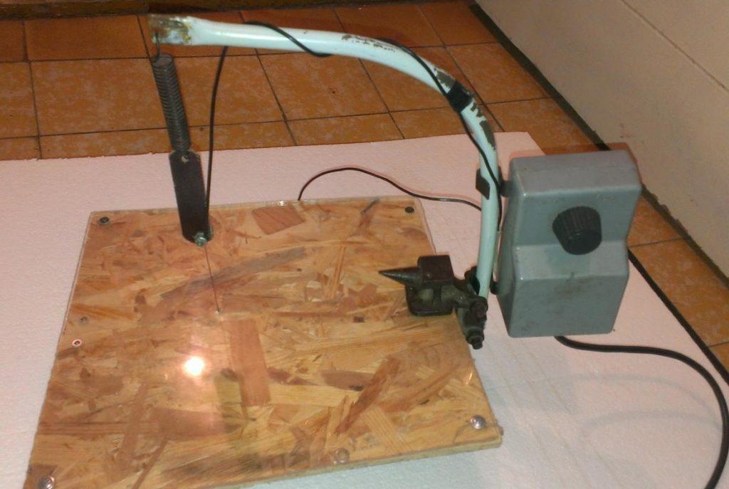 Готовый к работе станок с нихромовой проволокой