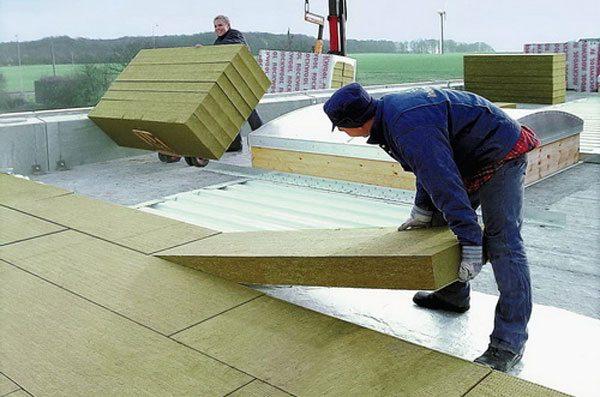 И плоские, и скатные крыши нуждаются в дополнительном тепле