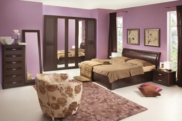 Шкаф с зеркальными дверцами в комплекте модульной мебели