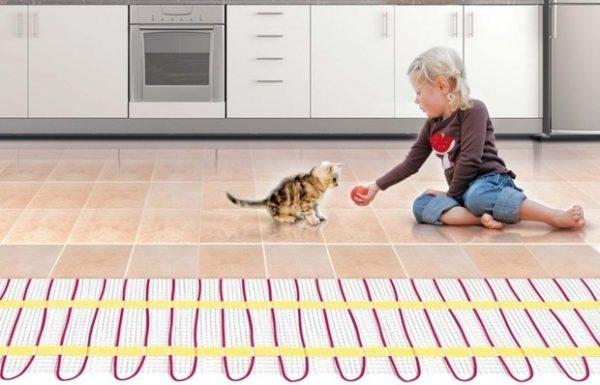 На самом деле нельзя устанавливать тёплый пол под линолеум и другие покрытия, кроме керамической плитки
