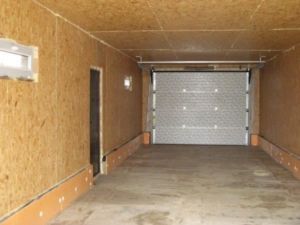 Обшиваем каркас гаража изнутри