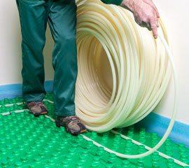 Использование пенополистирольной плиты с жёсткой плёнкой для системы тёплого пола