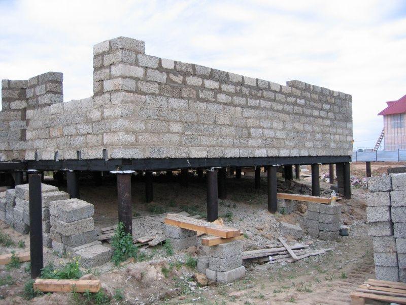 Дом из пеноблоков на свайном фундаменте своими руками
