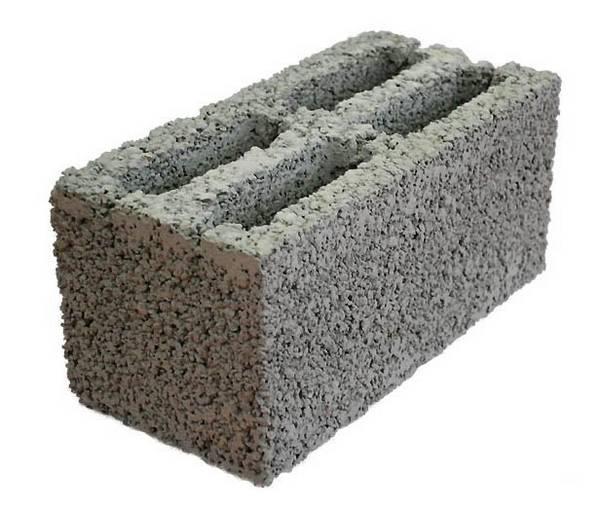 Из керамзита производят строительные блоки путем смешивания его с цементом и водой.