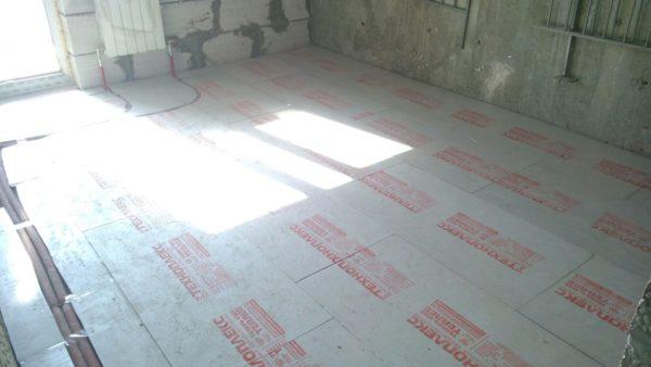 Изоляцию для системы «теплый пол» можно сделать с помощью плит Техноплекс.