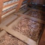 Как утеплить потолок деревянного дома