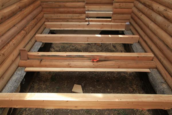 Как утеплять полы в деревянном доме? Ответ зависит от многих факторов.