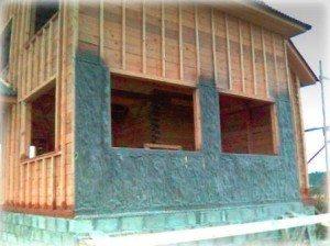 Каркасный дом в процессе утепления