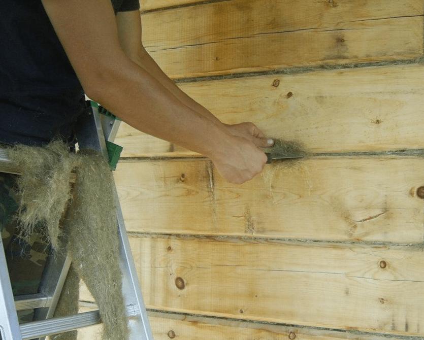 Конопатка стен льняной паклей