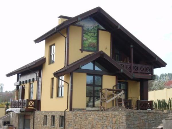 Красивый дом - это прекрасно. Но владельцу важна и комфортная температура в нем. Утепление стен поможет обеспечить ее.