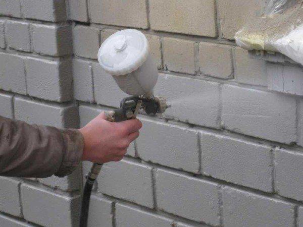 Краска для утепления стен на водной основе наносится при температуре не менее +7 С.