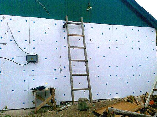 Крепление теплоизоляции к стене