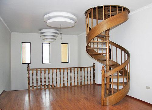 Лестница на мансарду способна стать самостоятельным декоративным элементом интерьера