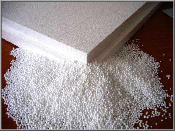 Листы пенопласта могут быть разной толщины, однако мы для наружного утепления выберем «пятерку», или лист толщиной в 5 сантиметров.