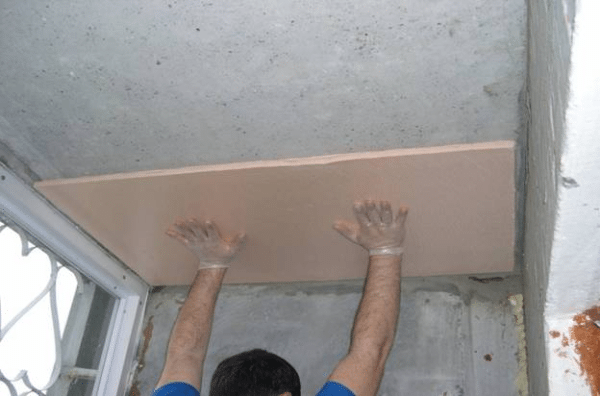 Листы утеплителя отлично подходят и для звукоизоляции бетонных потолков