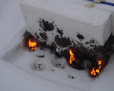 Материал хоть и неохотно, но горит