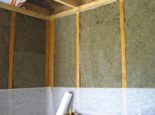 Минеральная вата, по мнению некоторых специалистов, лучший утеплитель для каркасных домов.