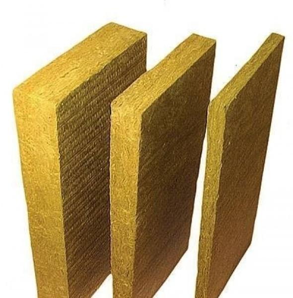 Минеральная вата в виде плит или рулона считается идеальным негорючим утеплителем