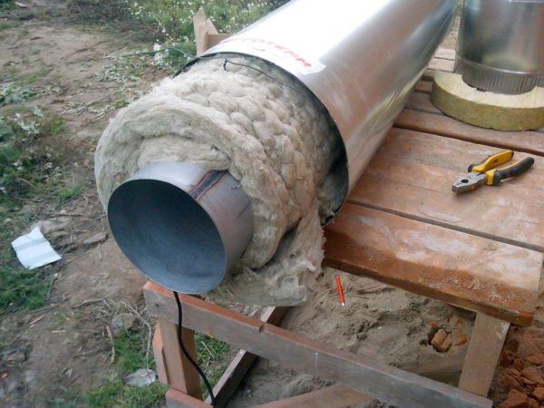 Минвата для теплоизоляции дымоходной трубы — идеальный вариант.