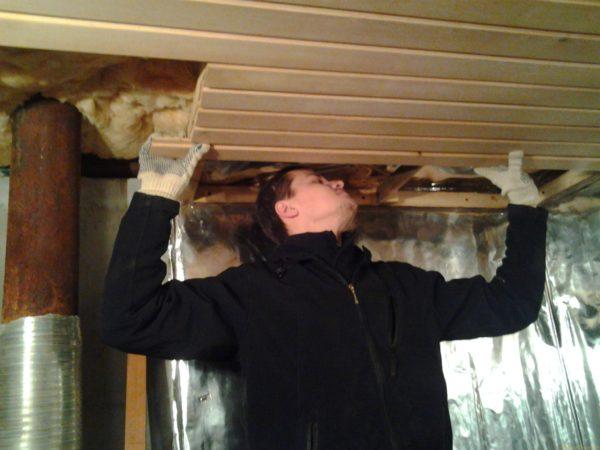 Монтаж потолочной обшивки