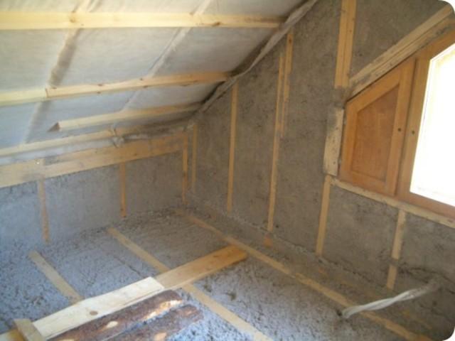 На фото энергосберегающая отделка чердака